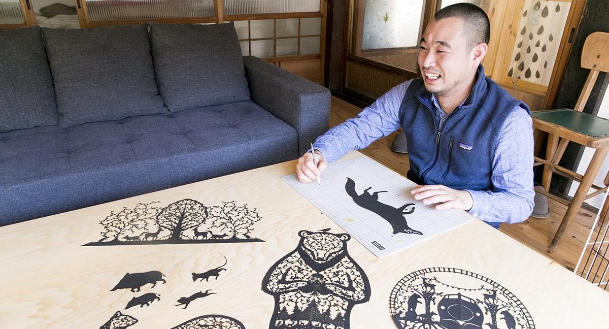 米原市に拠点をおく切り絵作家・早川さん