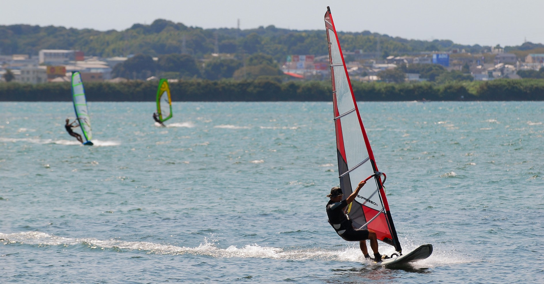 浜名湖・遠州灘では、様々なビーチ・マリンスポーツが楽しめます。