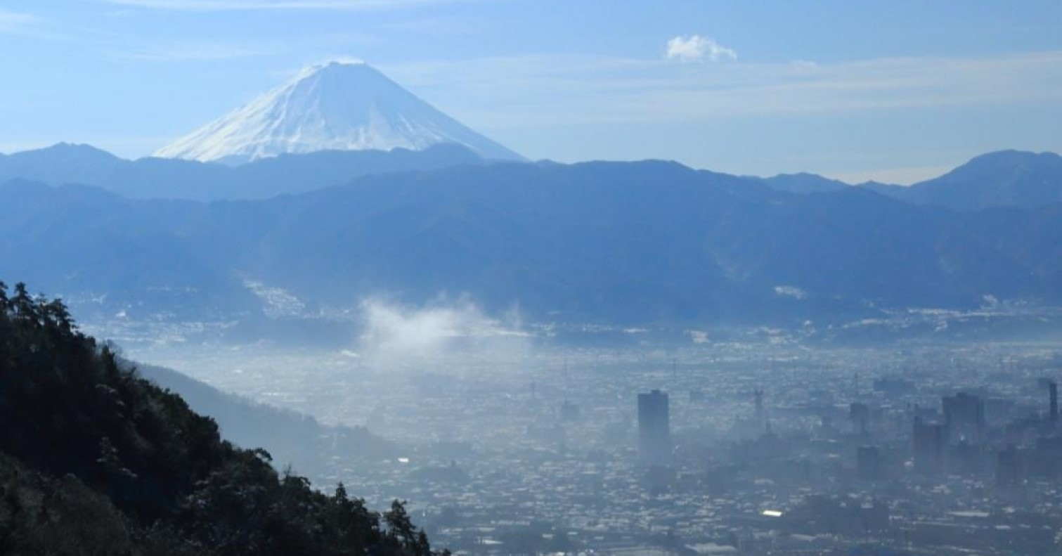 山梨県から望む富士山