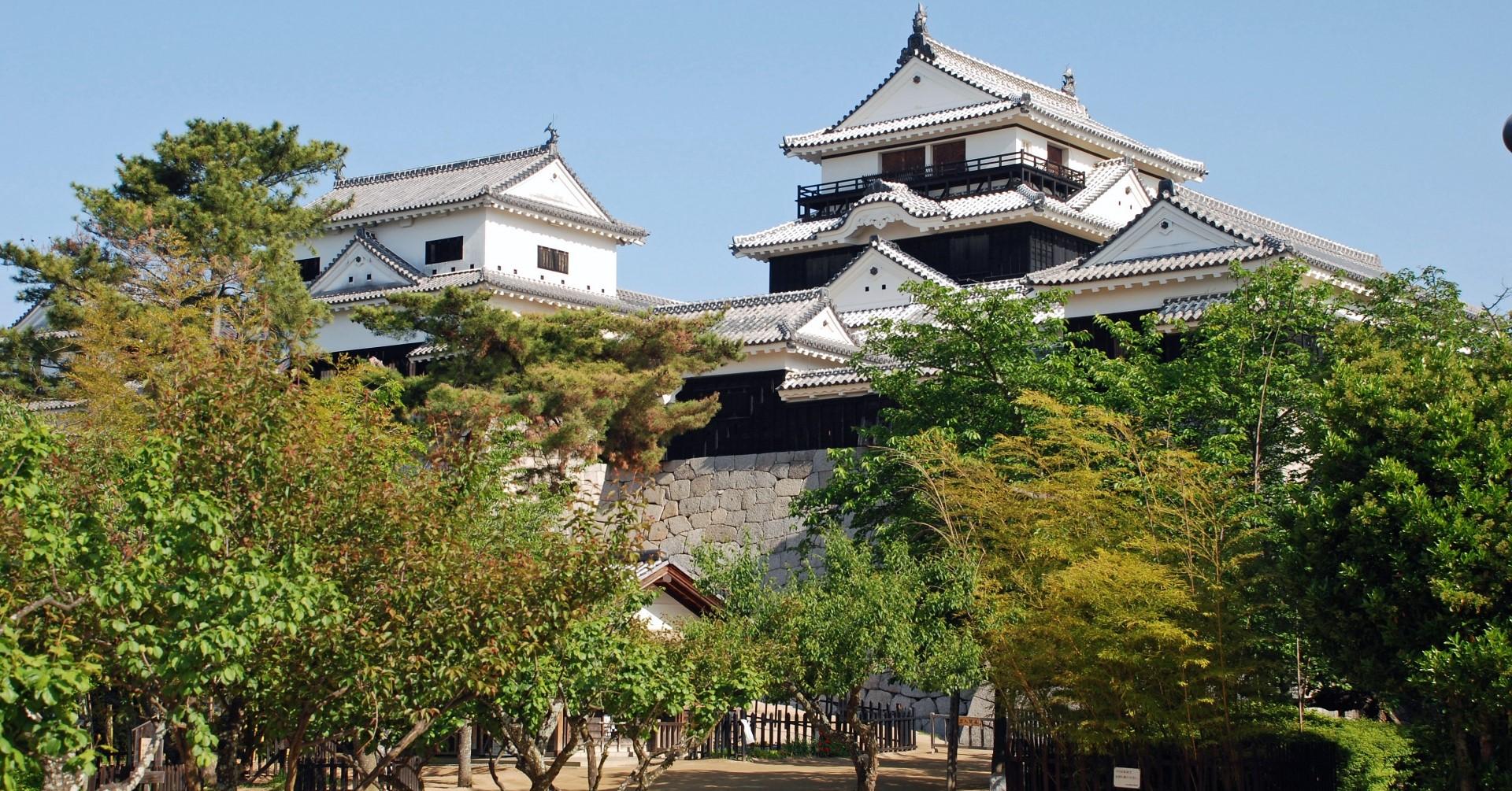 松山城(photoAC出典:チャコさん)