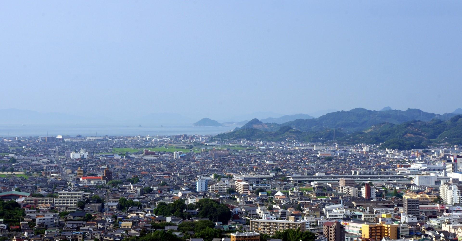市内の風景(photoAC出典:spacemanさん)