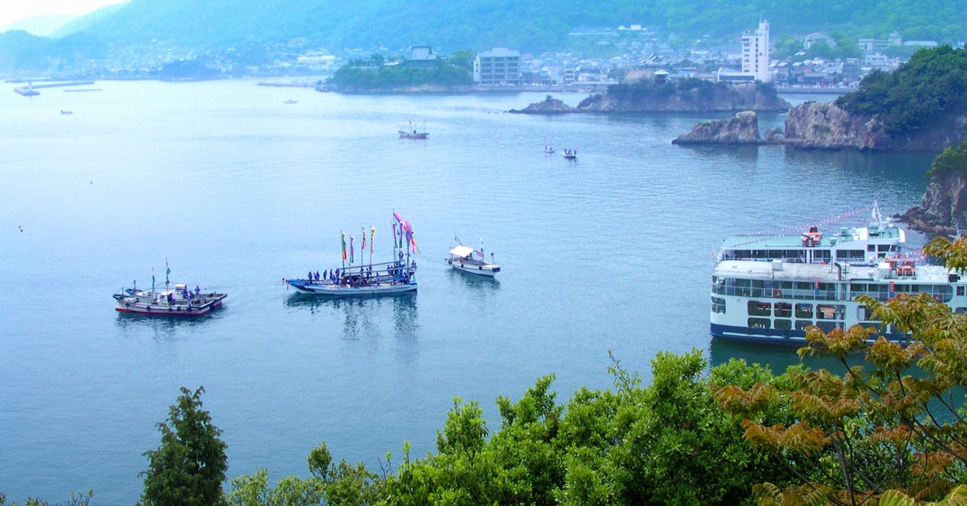 鞆の浦の海(photoAC出典:kakkikoさん)