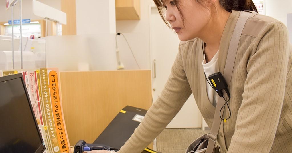 来店が少ない時間帯には、PCを使用した業務も行います。