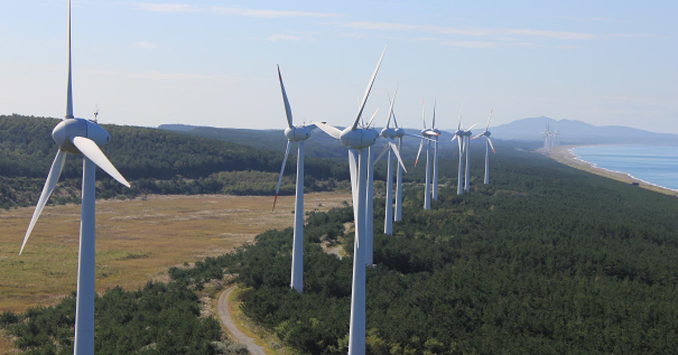 日本海の風を利用した風力発電も進んでいます