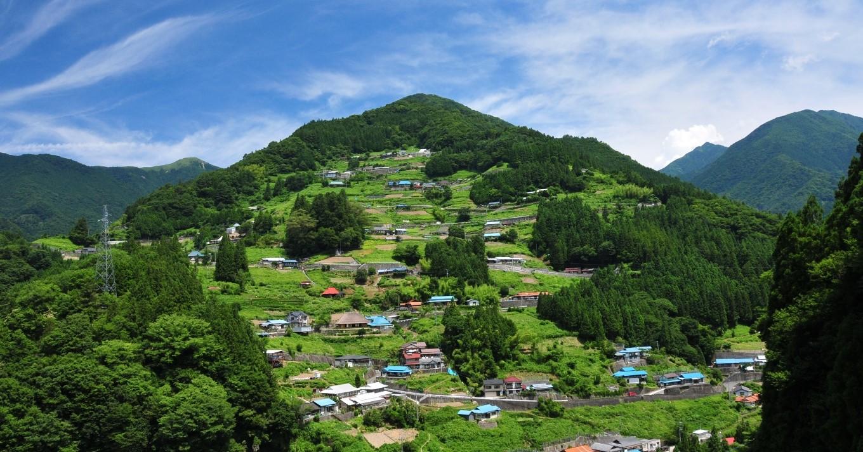 重伝建地区である落合集落。伝統的な暮らしが営まれています。