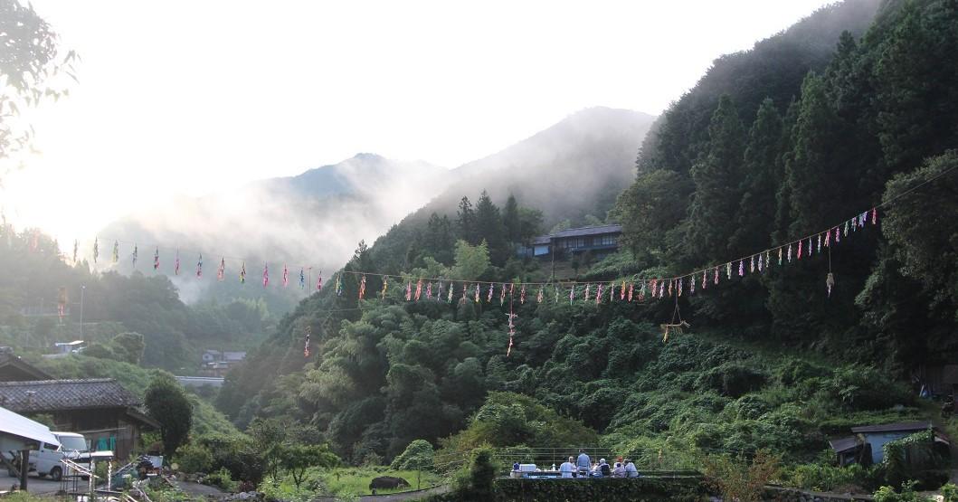 山あいの集落で行われる「七夕」の行事