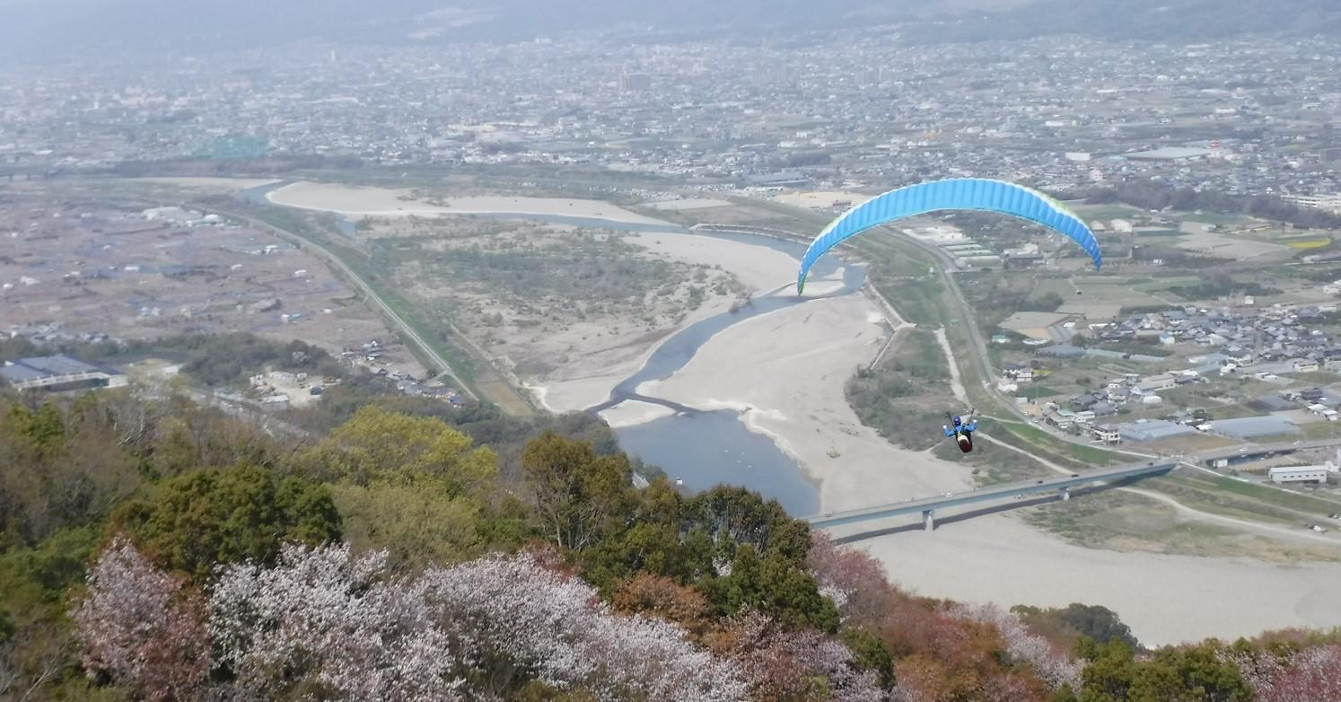 パラグライダーに乗って見ることのできる桃源郷