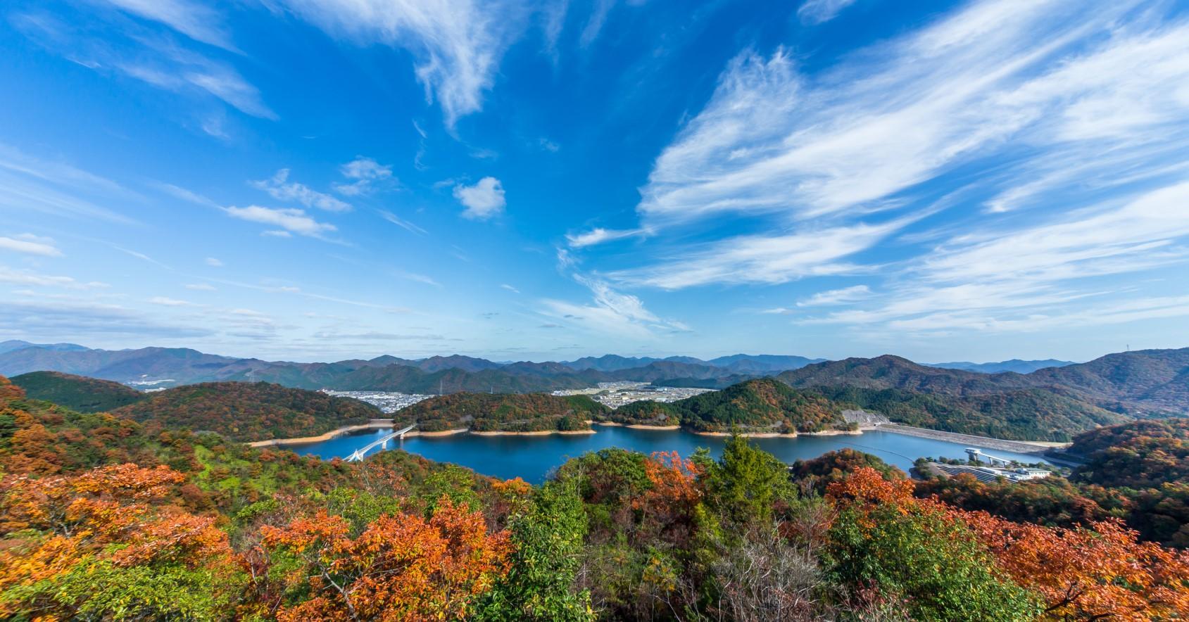 多可町は四方を山々に囲まれた自然豊かな町です。