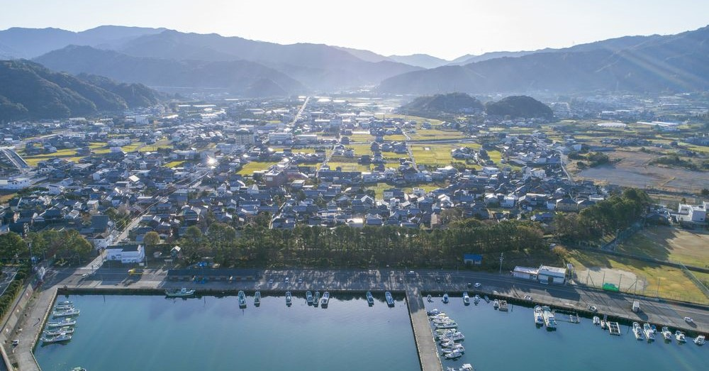 山間部と海岸が近く、自然豊かな広川町