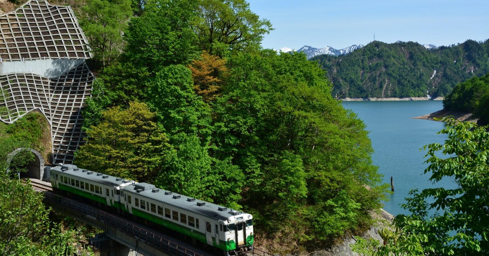 JR只見線、四季の景色が楽しめるローカル線として有名です。