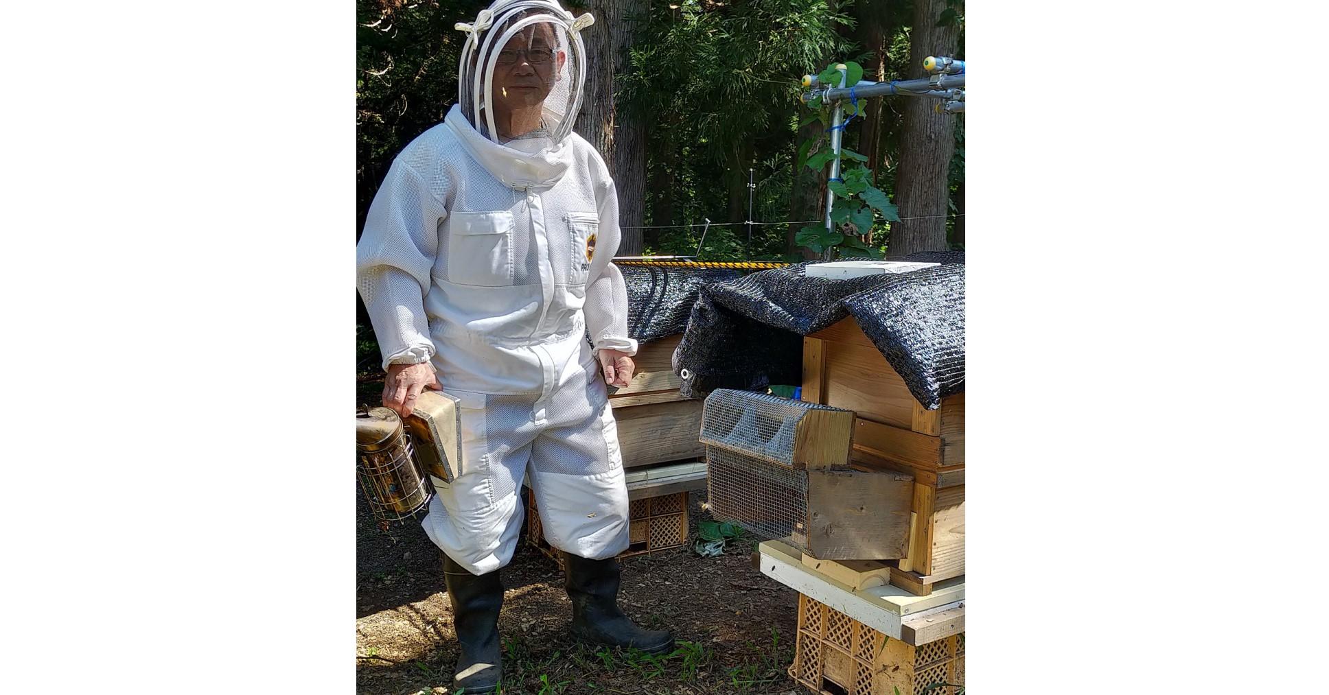 念願だった養蜂家に。養蜂はとても興味深く楽しくそして難しい。