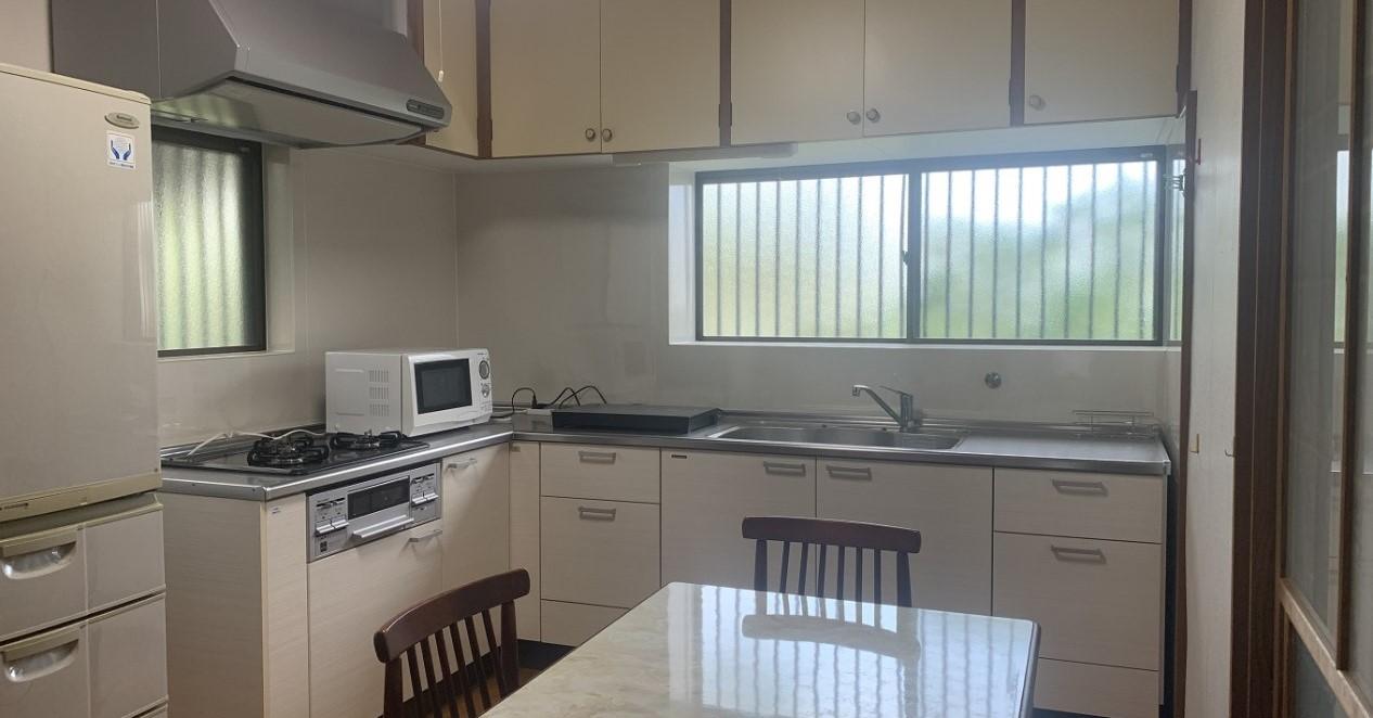 光の差し込む明るい台所。自炊も可能です。