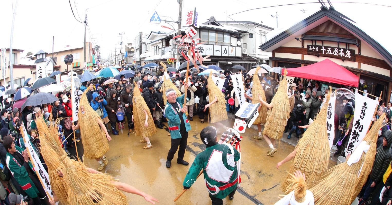 毎年2月に行われる上山市の伝統行事。多くの見物人が訪れる。