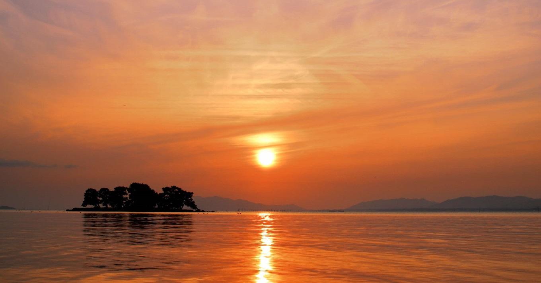 ロマンチックな宍道湖の夕景は日本夕日百選にも選ばれている