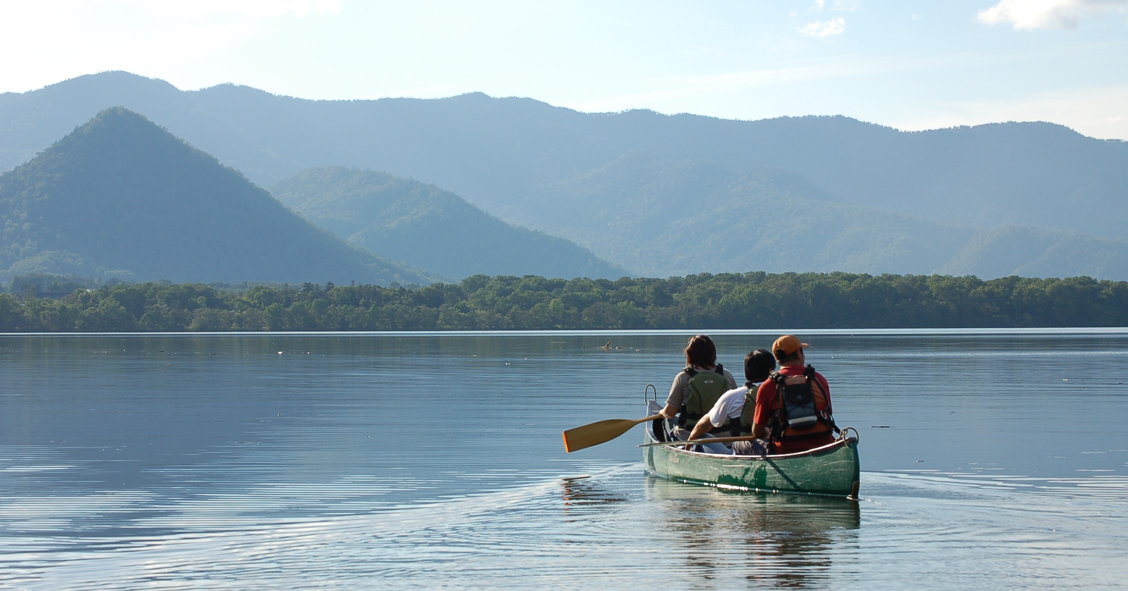 屈斜路湖でカヌーや釣りをするのも最高です