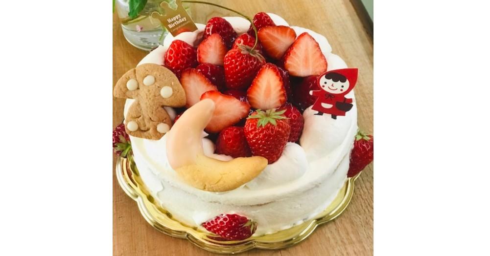 君津市産の素材にこだわったいちごのケーキ