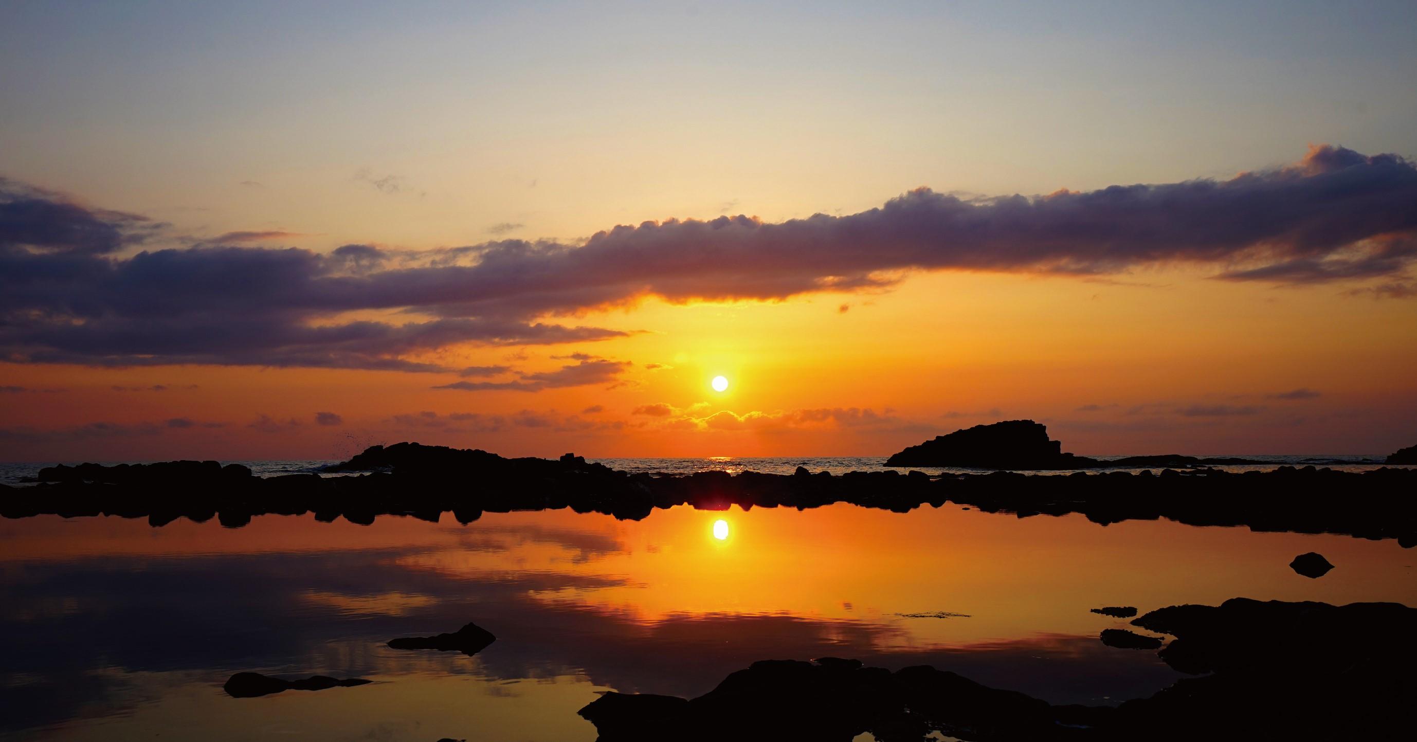 日本海に沈む夕陽は絶景。日本の夕陽百選にも選出