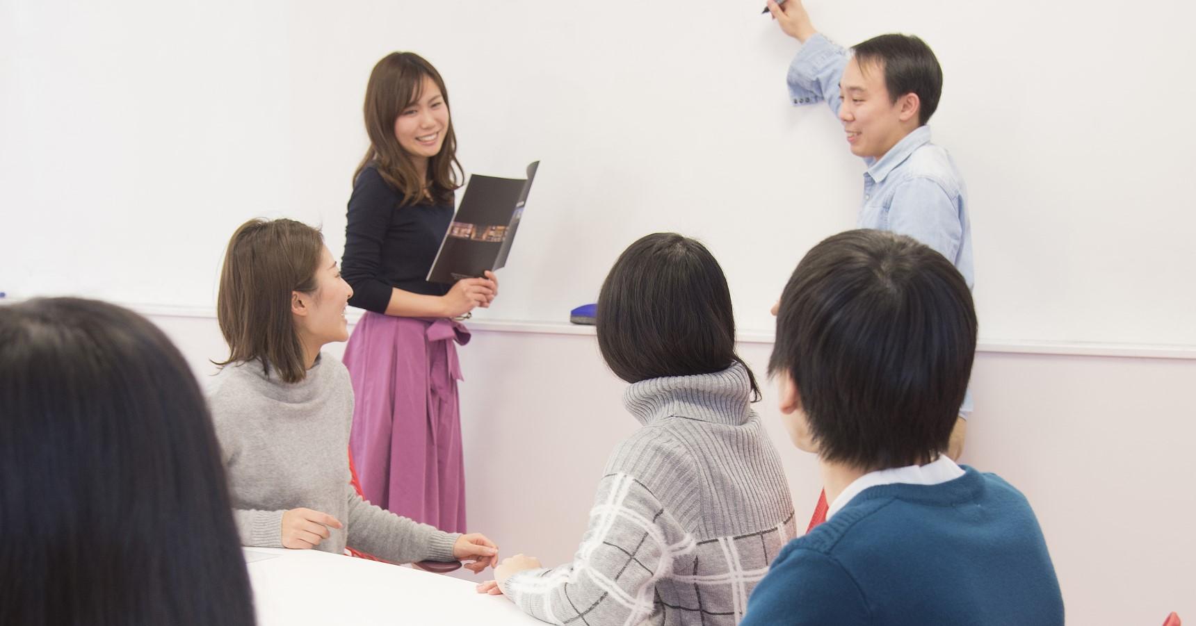 自由闊達な雰囲気で会議ができるよう、「発信と受信をしっかりしよう」という行動指針の元、部署を超えた会議を実施しています。