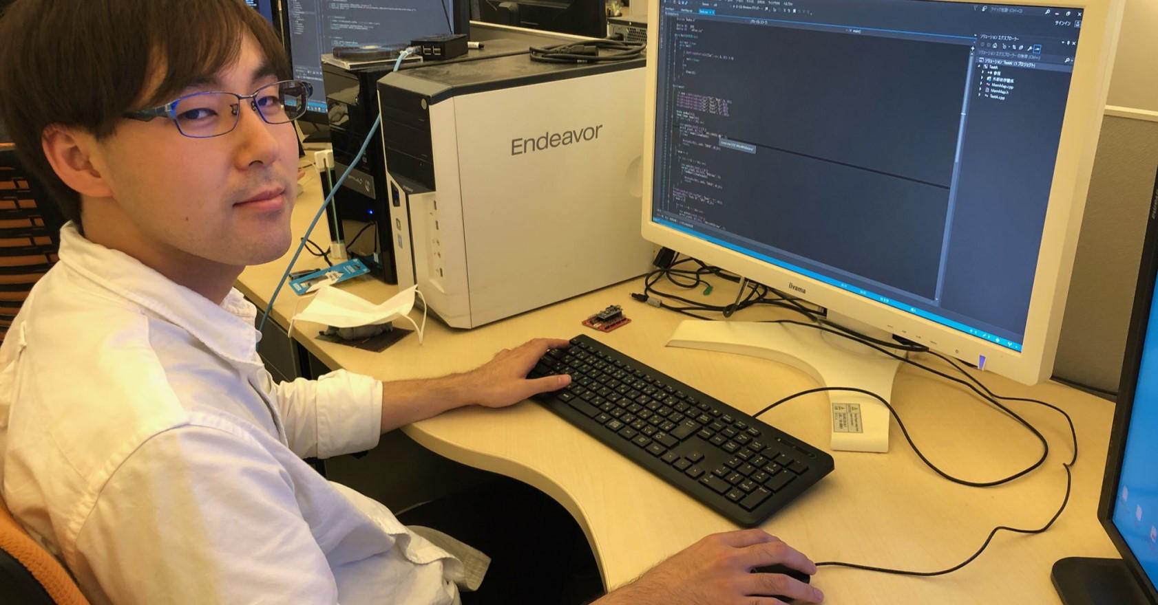 広々としたデスクで、プログラミング業務をしていただきます。