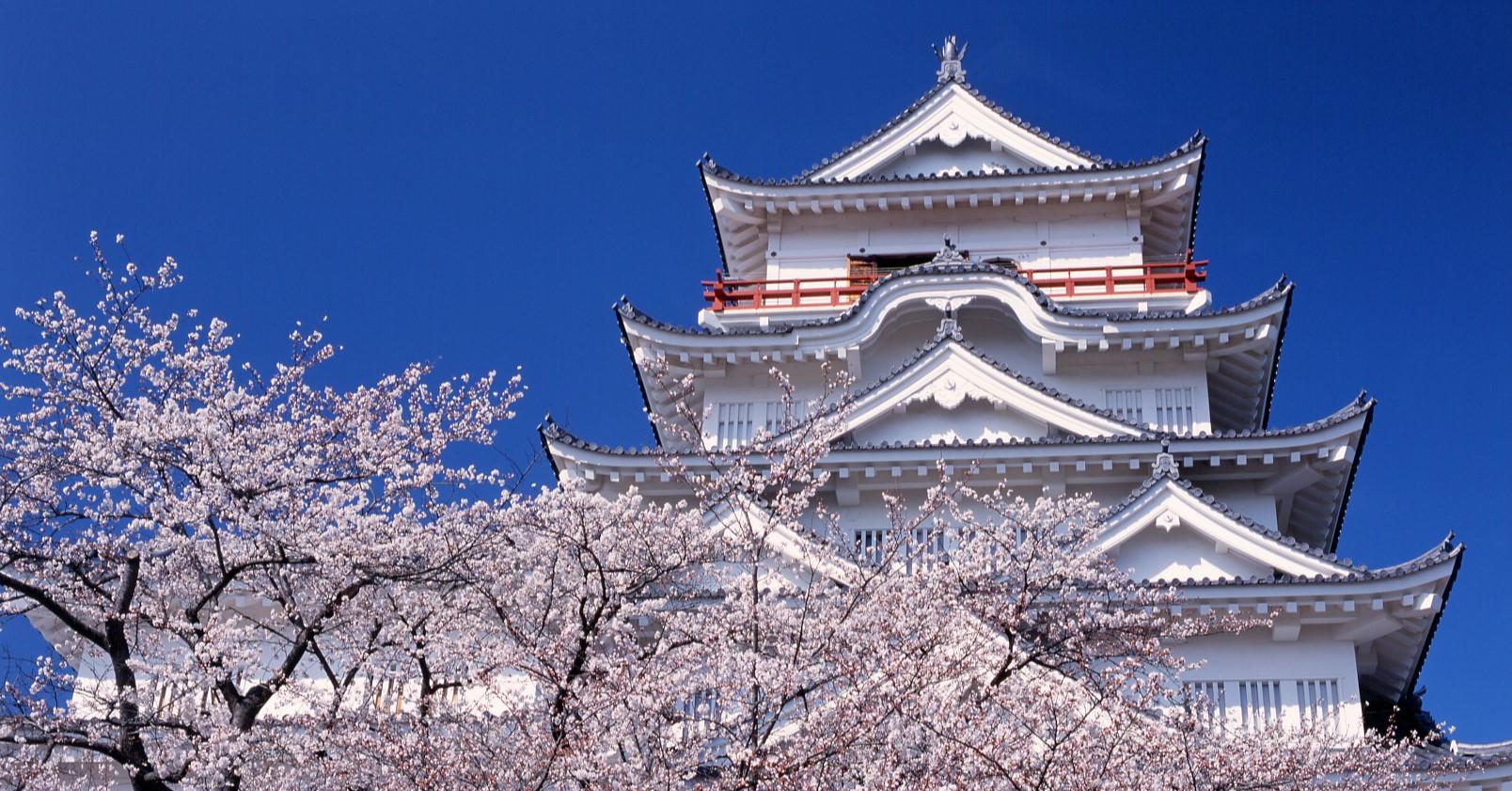 福山駅のすぐ裏には福山市のシンボル、福山城があります。