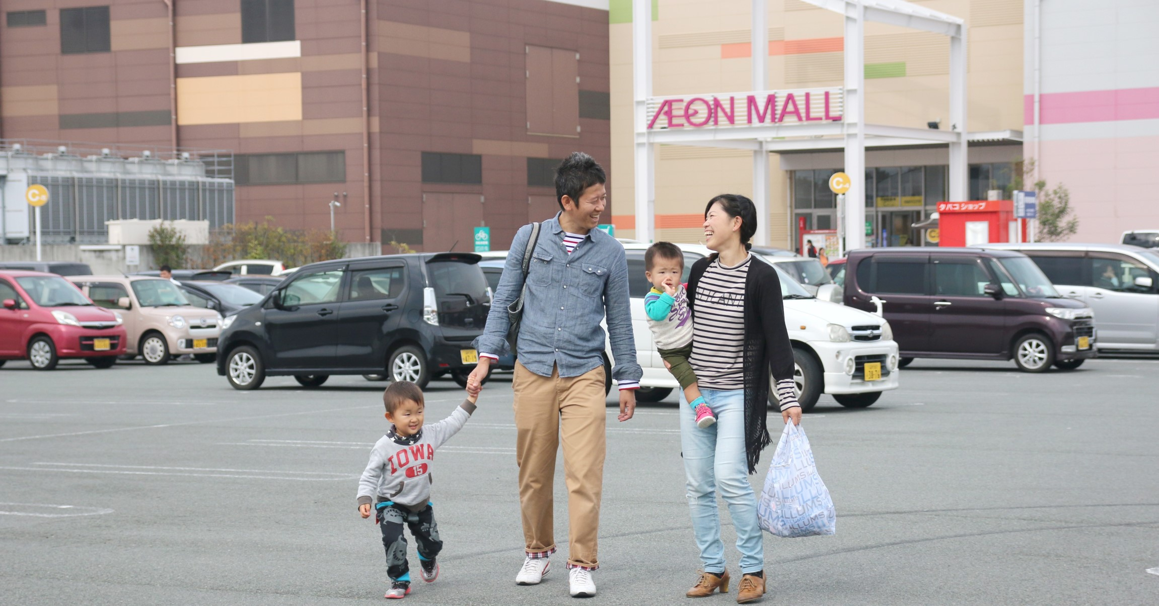 大型ショッピングモールでは、お子さん連れの買い物も快適に楽しめます
