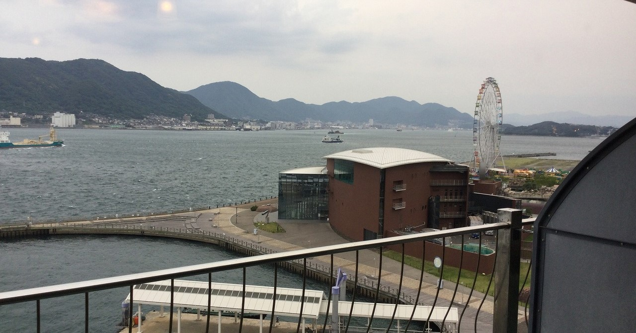 下関側から撮った関門海峡の写真です。