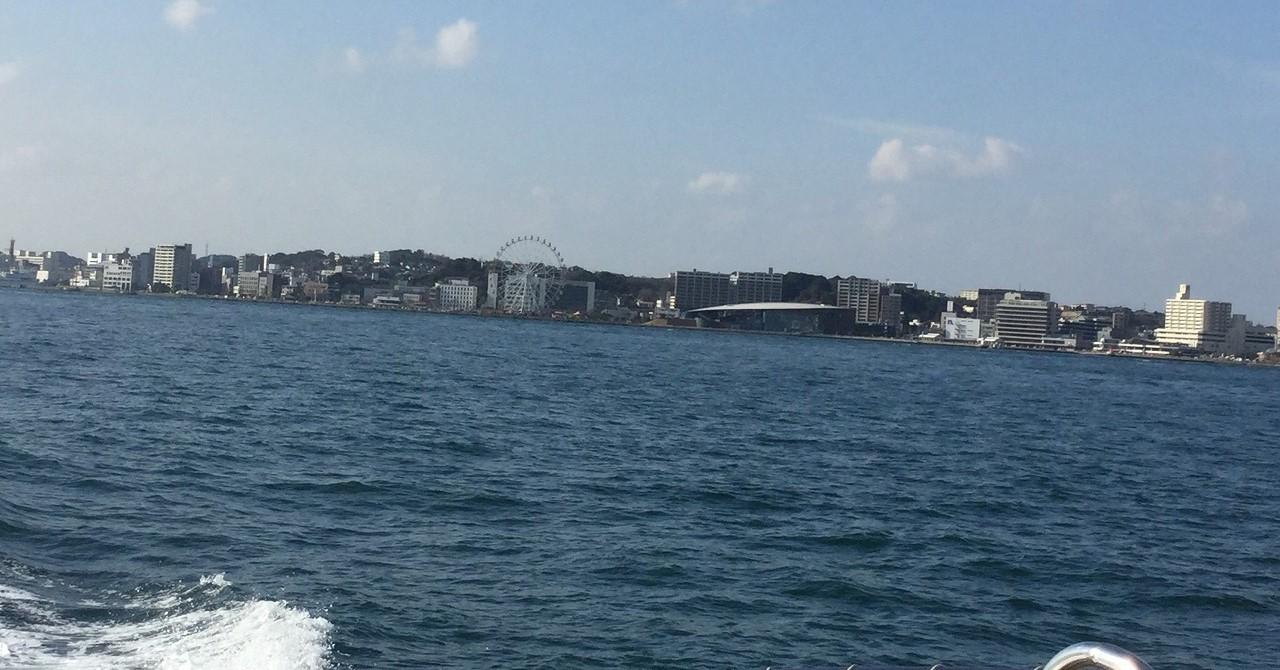 関門海峡の連絡船から撮った、下関唐戸付近の風景です。